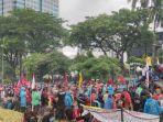 demo-mahasiswa-buruh-jokowi-nih6.jpg