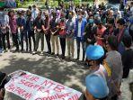 demo-mahasiswa-di-ntb-di-kantor-gubernur-ntb-menolak-omnibus-law.jpg
