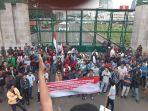 demo-mahasiswa-dukung-10-capin-kpk_20190907_070839.jpg