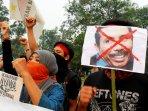 demo-mahasiswa-solidaritas-aktivis-tambang-pasir-ilegal_20151005_162342.jpg