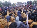 demo-mahasiswa-tolak-revisi-ruu-kpk_20190923_235628.jpg