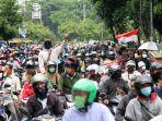 Gelombang Demo Tolak UU Cipta Kerja: Blokade Jalan di Bekasi, Ricuh Medan, Hingga Jebol DPRD Malang