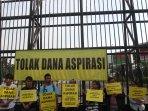 demo-tolak-dana-aspirasi-anggota-dpr_20150619_121914.jpg
