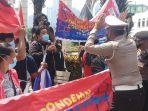 demo-tolak-kehadiran-pimpinan-militer-myanmar-di-ktt-asean_20210424_215342.jpg