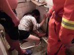 dengar-tangisan-wanita-di-toilet-tengah-malam-keluarga-kaget-ternyata-anaknya-yang-sedang-mabuk_20180624_160205.jpg
