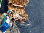 detik-detik-kapal-pelni-selamatkan-nelayan-asal-manado-yang-terapung-12-hari-di-tengah-laut.jpg