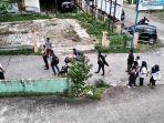 di-jalan-dahlia-sesaat-setelah-kabur-dari-tahanan-polsek-samarinda-kota-senin-26112018.jpg