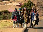 di-lesotho-penduduknya-gemar-mengenakan-selimut-yang-disebut-basotho.jpg