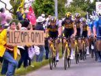 Wanita yang Diduga Sebagai Penyebab Tabrakan Beruntung Tour de France Ditangkap