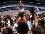 diego-maradona-saat-menjuarai-piala-dunia-1986.jpg