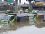 diguyur-hujan-lebat-tol-japek-kebanjiran_20200225_211338.jpg