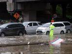 diguyur-hujan-lebat-tol-japek-kebanjiran_20200225_211637.jpg