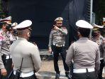 dirlantas-pmj-tinjau-pos-polisi-yang-dibakar-demonstran_20201010_134955.jpg