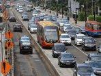 dprd-tolak-rencana-mobil-masuk-jalur-busway_20150202_212632.jpg