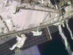 dua-astronot-nasa_20151107_154721.jpg
