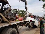 dua-mobil-yang-terkibat-kecelakaan-yakni-mobil-angkutan-l-300-dan-pikup-grand_20170801_115533.jpg