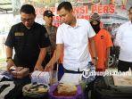 dua-orang-pria-berinisial-is-dan-ah-ditangkap-petugas-polsek-lima-puluh-pekanbaru.jpg