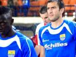 dua-pemain-asing-persib-bandung-makan-konate-dan-vladimir-vujovic_20150606_071545.jpg