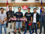 dua-suporter-indonesia-dibebaskan.jpg