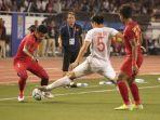 duel-pemain-timnas-indonesia-u23-dengan-pemain-vietnam.jpg