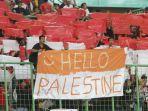 dukungan-suporter-indonesia-untuk-timnas-palestina_20180815_221057.jpg