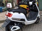 e-max-parkir-disamping-yamaha-nmax.jpg