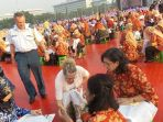 ebanyak-5000-perempuan-mengikuti-acara-pemecahan-rekor-museum-rekor-indonesia-muri_20181002_092353.jpg