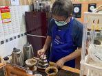 eks-pegawai-kpk-hotman-tambunan-membuka-kedai-kopi-11.jpg