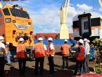 Tiga Lokomotif dan 15 Kereta Produksi PT INKA Pesanan Filipina Tiba di Pelabuhan Manila