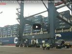 ekspor-perdana-ke-amerika-menggunakan-kapal-berkapasitas-10000-teu_20180518_154500.jpg