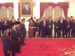 empat-pejabat-negara-dilantik-di-istana-negara_20180117_102724.jpg