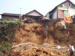 empat-rumah-warga-di-desa-tanggul-wetan_20180829_053212.jpg