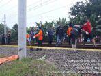 evakuasi-jasad-perempuan-tertabrak-kereta-api.jpg