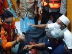 evakuasi-jeazah-mantan-kades-yang-tenggelam.jpg
