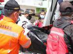 evakuasi-jenazah-korban-kapal-tenggelam-di-muara-jungkat_1.jpg