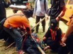 evakuasi-korban-gunung-lawu_20151019_114733.jpg