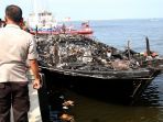 evakuasi-korban-kapal-terbakar_20170101_201420.jpg