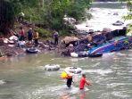 evakuasi-korban-kecelakaan-bus-sriwijaya-di-pagar-alam_20191225_182309.jpg