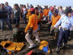 evakuasi-korban-kecelakaan-terjun-payung-di-jas-2016_20160327_030147.jpg