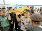 evakuasi-korban-tabrakan-speedboat-paspampres-di-palangkaraya_20200310_024859.jpg