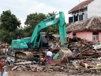 evakuasi-korban-tsunami-lampung-selatan_20181224_215741.jpg
