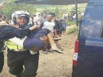 evakuasi-laka-puncak-cipanas_2_20170430_134239.jpg