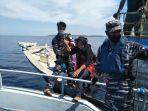 evakuasi-penumpang-kapal-tni.jpg