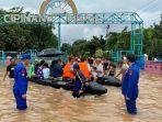 evakuasi-ratusan-warga-yang-terjebak-banjir-di-wilayah-cipinang.jpg