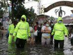 Kantor Polsek Semarang Utara Tergenang Banjir, 7 Tahanan Dipindahkan ke Polsek Gajahmungkur