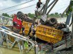 evakuasi-truk-pasca-robohnya-jembatan-widang_20180419_090854.jpg