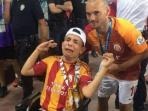 fan-galatasaray-penyandang-difabel-mendapat-hadiah-medali-dari-wesley-sneijder_20160815_165804.jpg