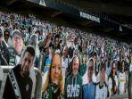 fans-gladbach-siasati-larangan-tanpa-penonton-bundesliga-dengan-patung-kardus.jpg