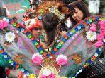 fashion-show-daur-ulang-di-festival-peduli-sampah_20170222_131539.jpg