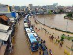 foto-udara-banjir-rendam-jalan-jatinegara-barat_20200101_234903.jpg